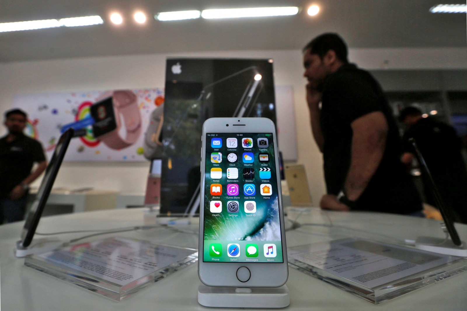Apple ordered 70 million OLED screen