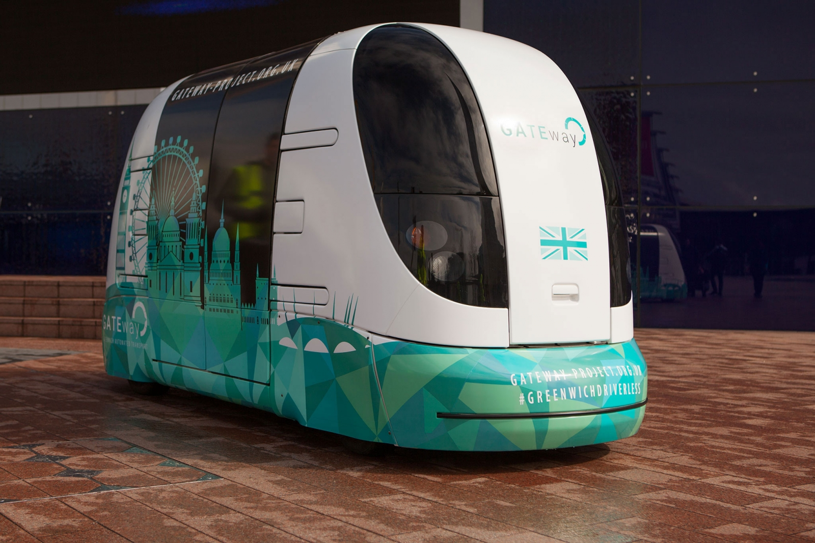 Driverless shuttle bus