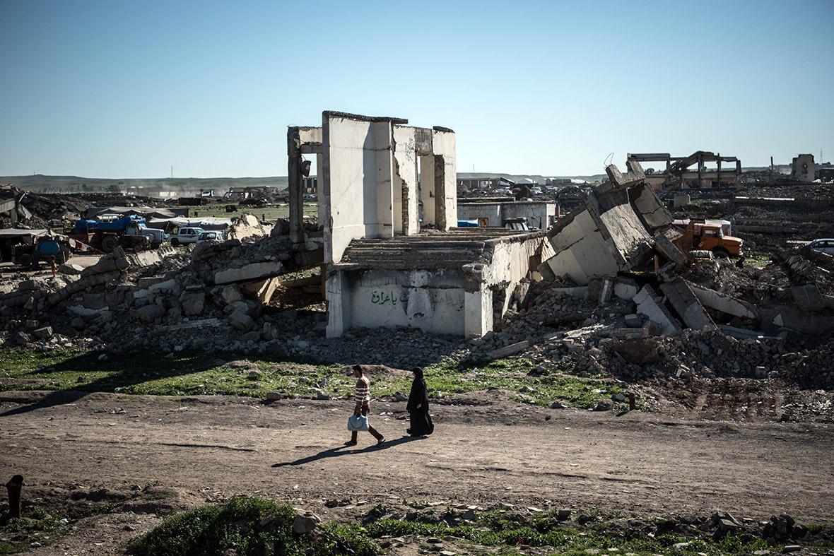 Mosul Hamam al-Alil refugee camp Carl Court