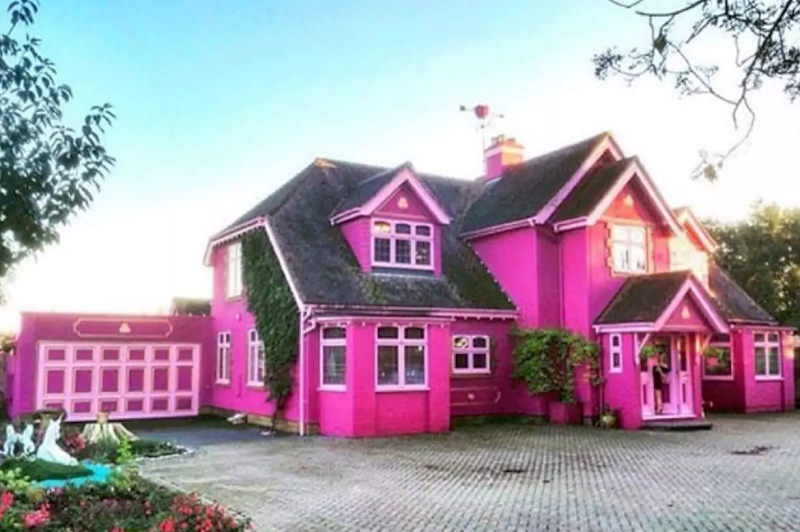 Is This Entirely Pink 163 1 800 A Night House Magical Or