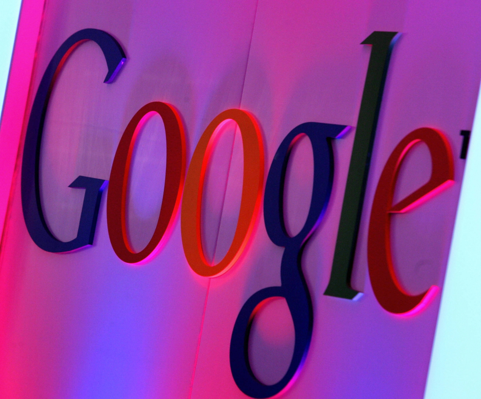 Google to invest $880m in LG display