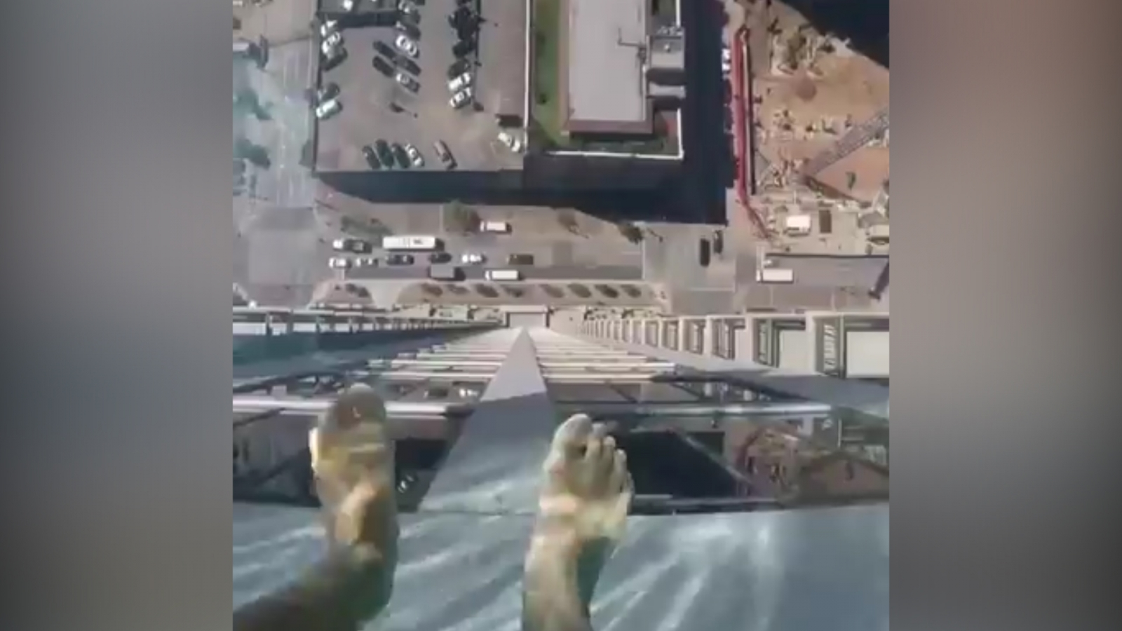 This Dizzying Video Of A Glass Bottomed Pool 42 Floors