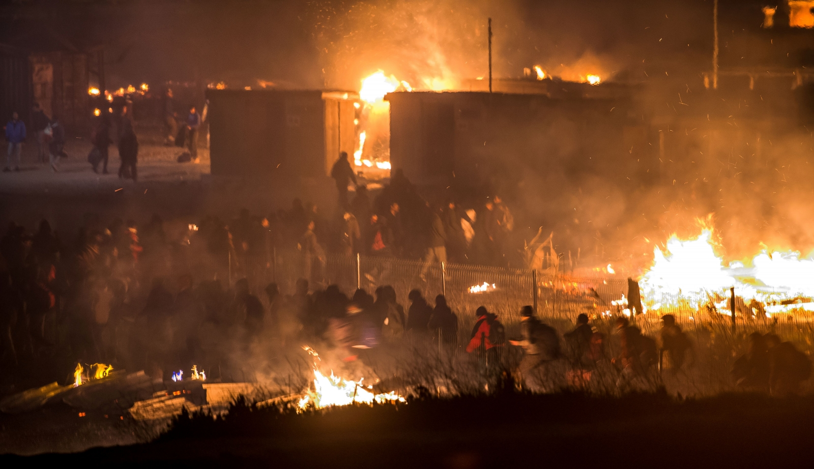 Grande-Synthe migrant camp fire