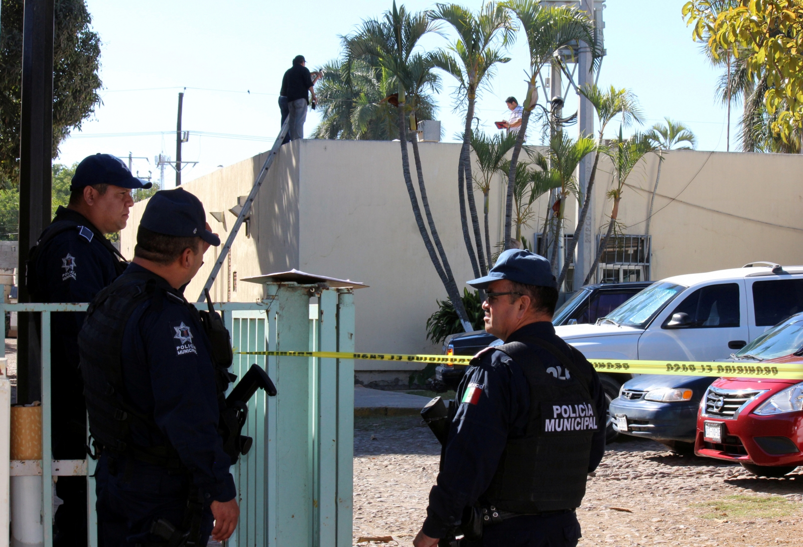 body tossed out of plane mexico
