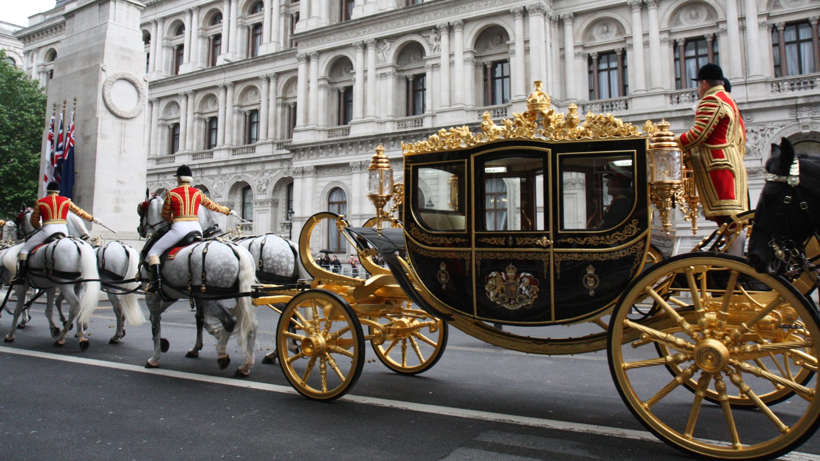 Trump wants gold-plated carriage ride with Queen during United Kingdom visit