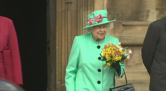 Queen departs Easter service at Windsor