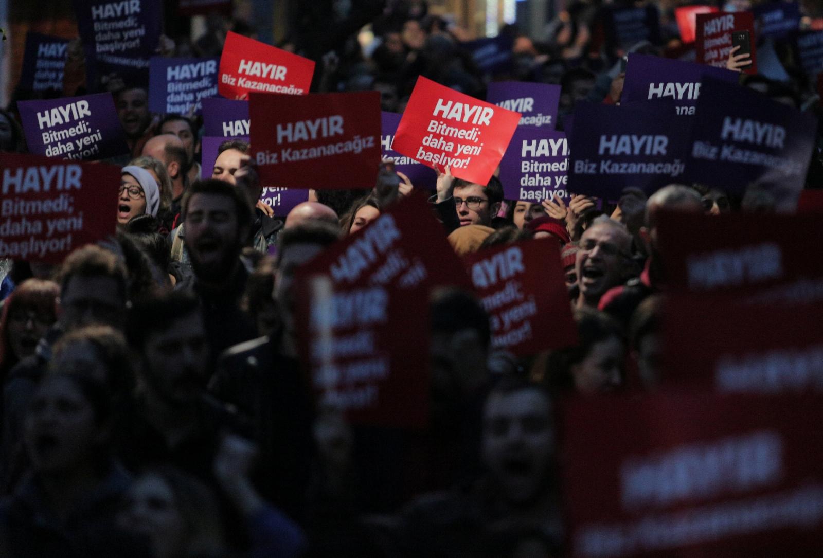 Turkey referendum protests