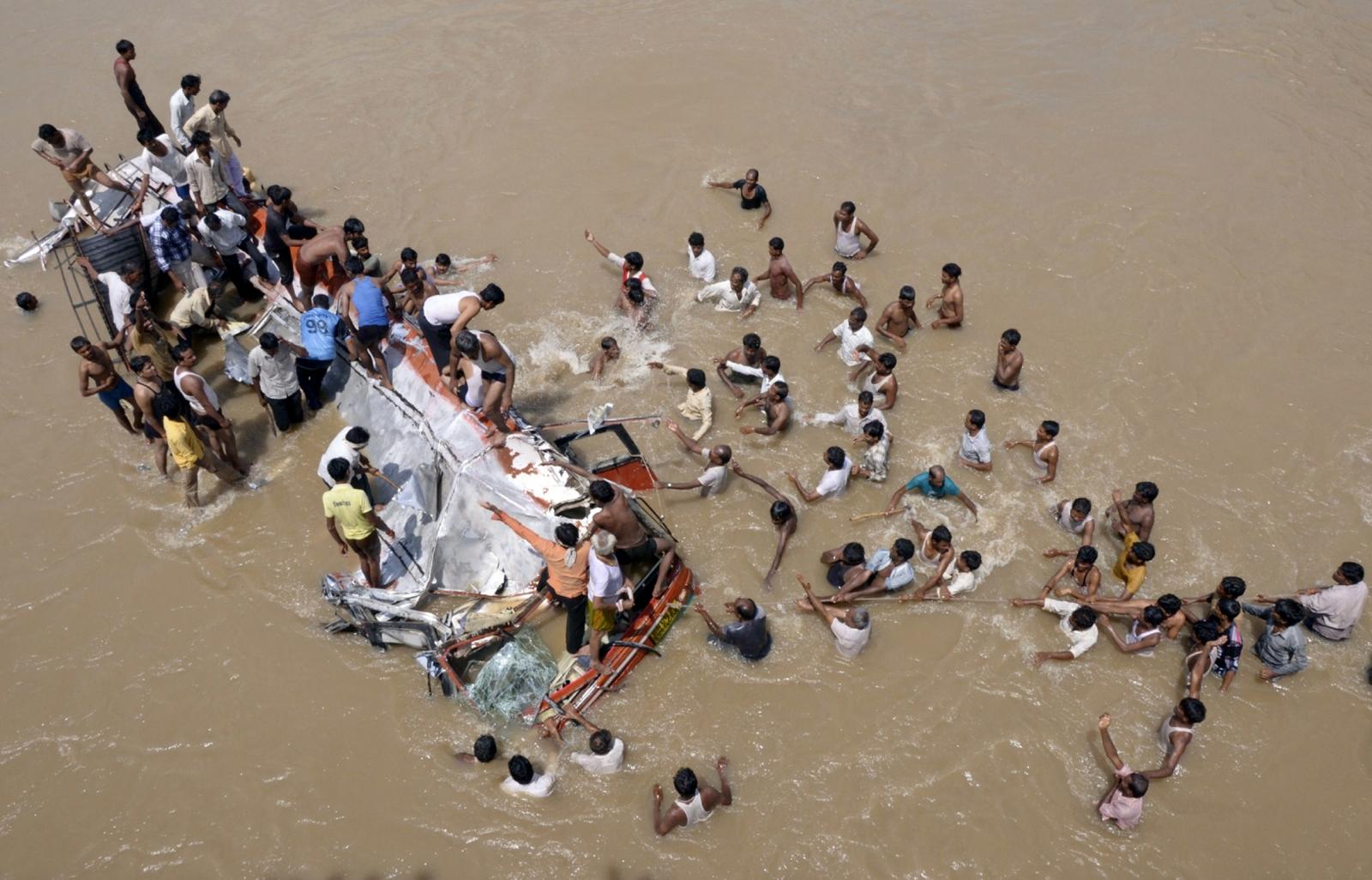 India bus accident