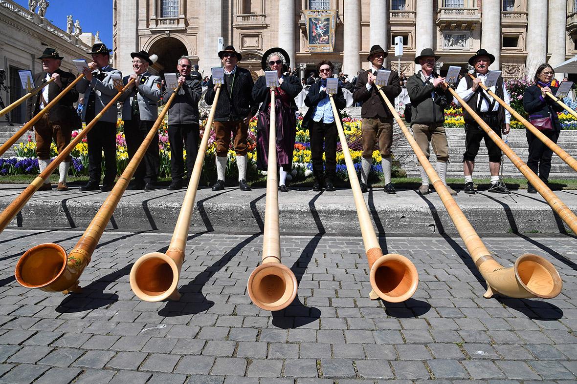 Alpenhorn players