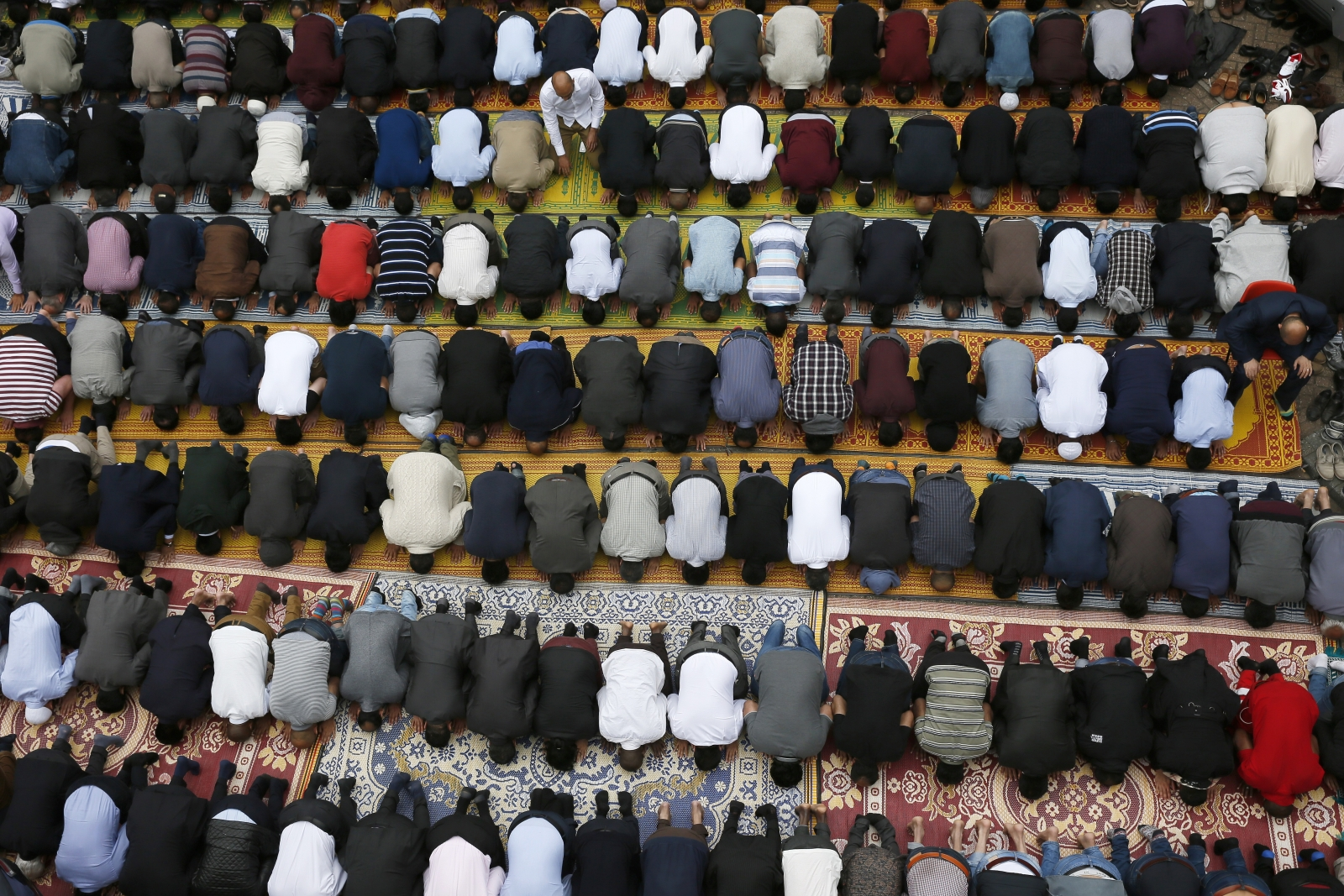 Muslims London Ramadan praying
