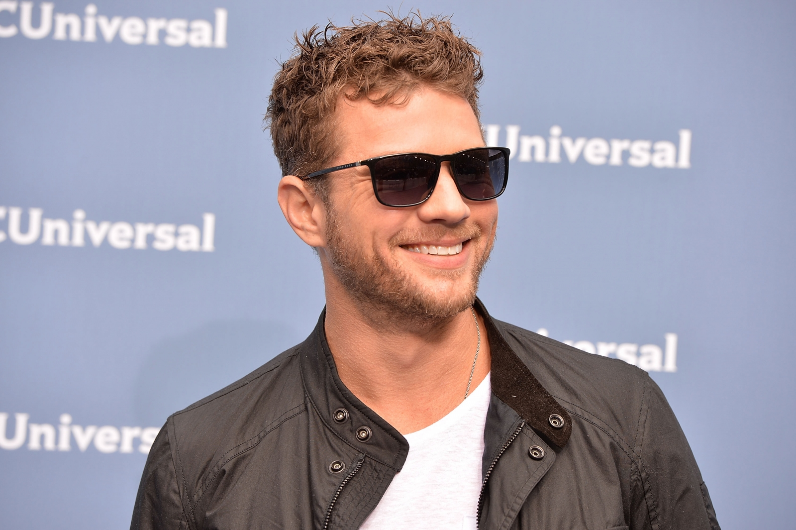 Ryan Phillippe response to fan's 'so old and so hot ... Ryan Phillippe Politics