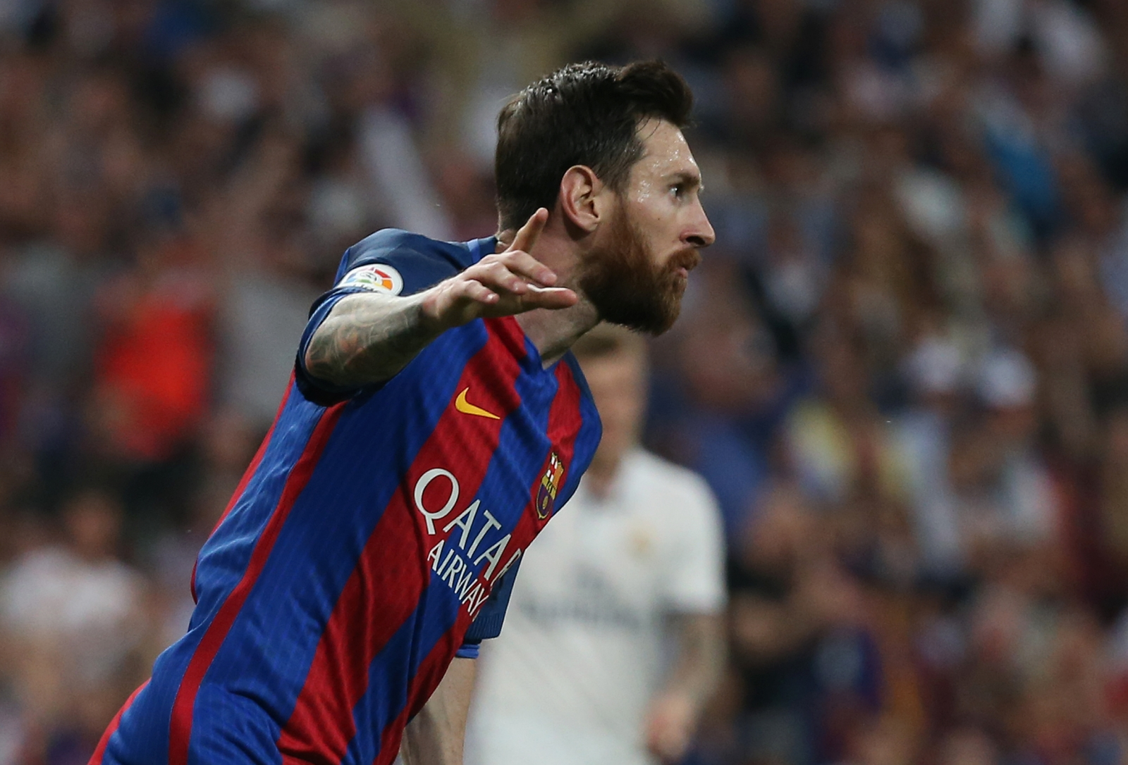 barcelona bigwig very positive over new deals for lionel