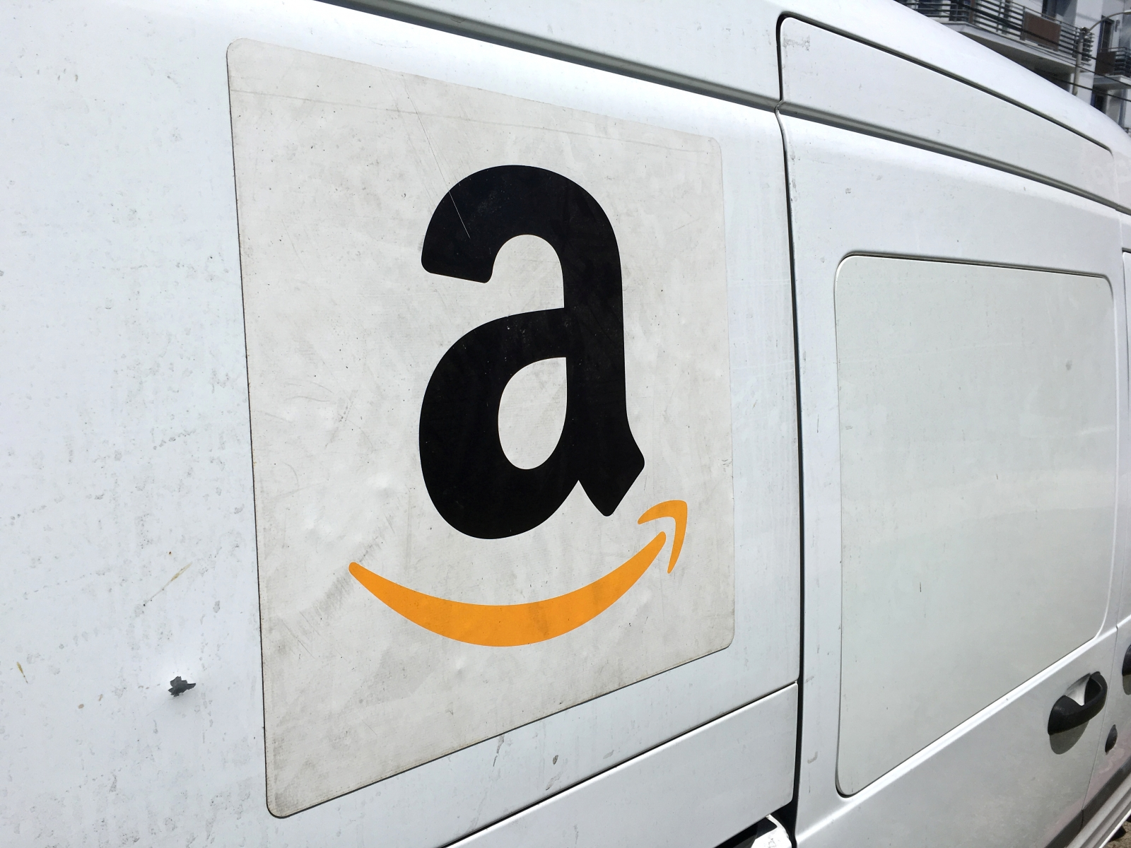 Amazon working on driverless vehicles