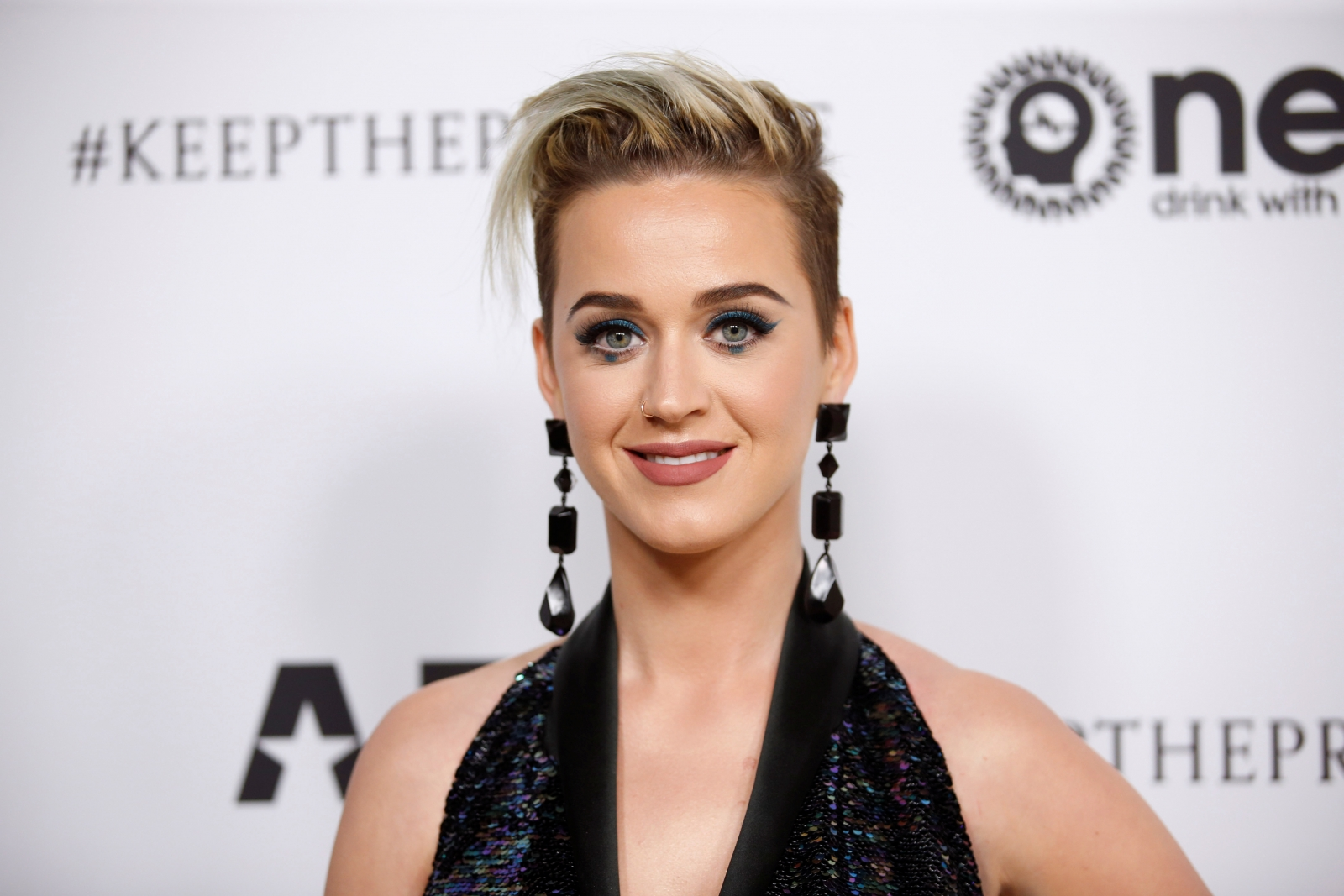 Katy Perry faints from 'gas leak' during 'American Idol' auditions