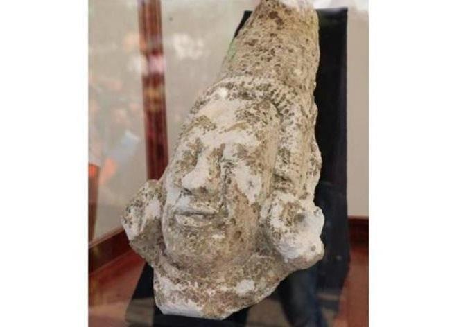 Mayan god monument