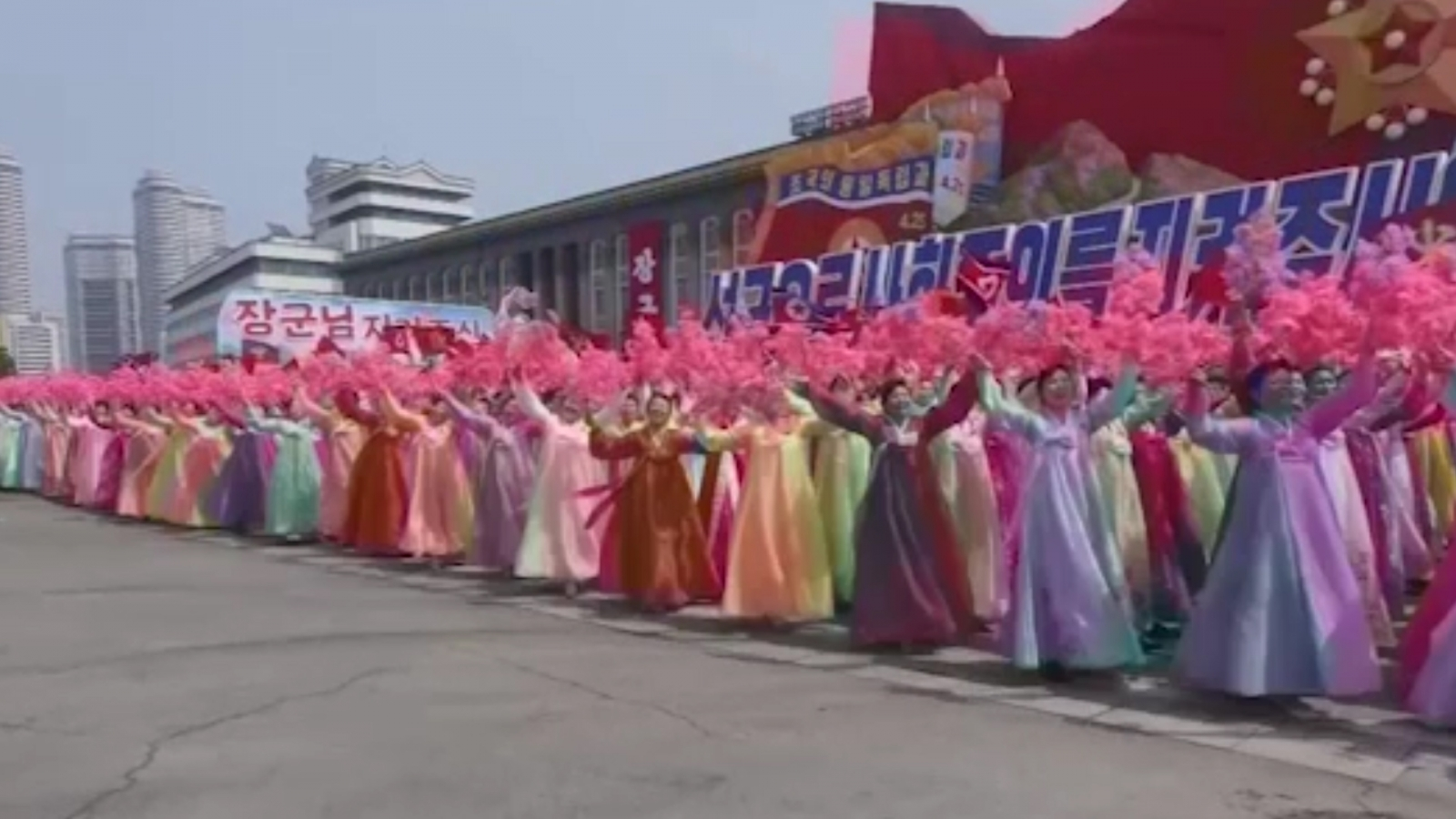 Incredible time-lapse of North Korea parade