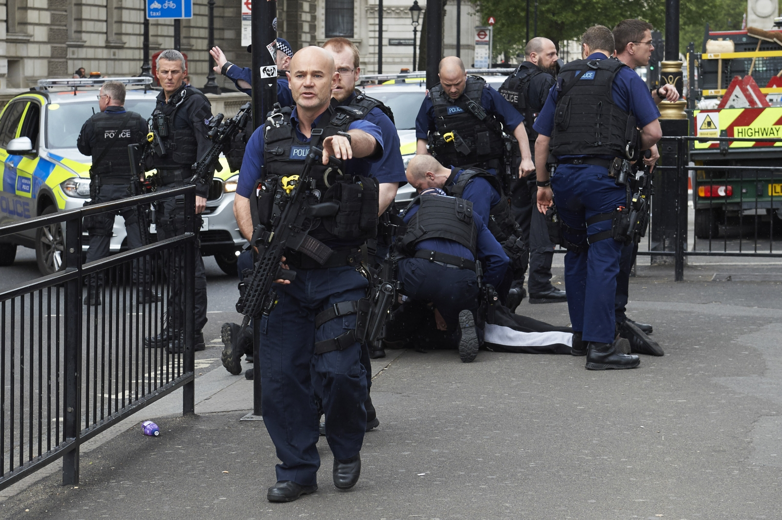 British authorities arrest knife-wielding man near Westminster