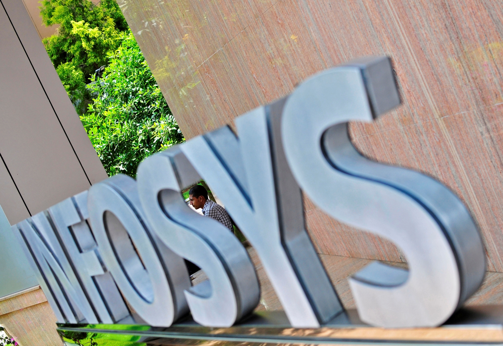 Infosys to hire 10,000 US employees