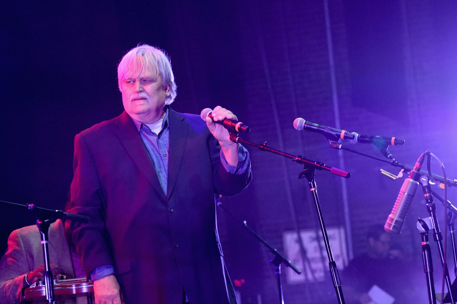 Atlanta artist Bruce Hampton collapses on Fox Theatre stage, dies after tribute