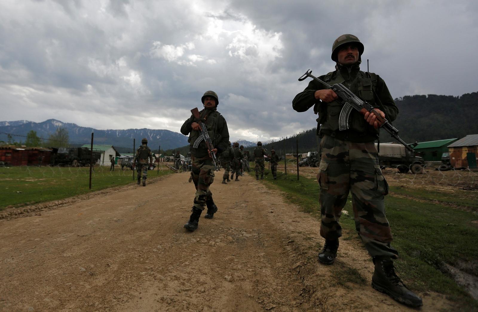 Indian soldiers beheaded Kashmir