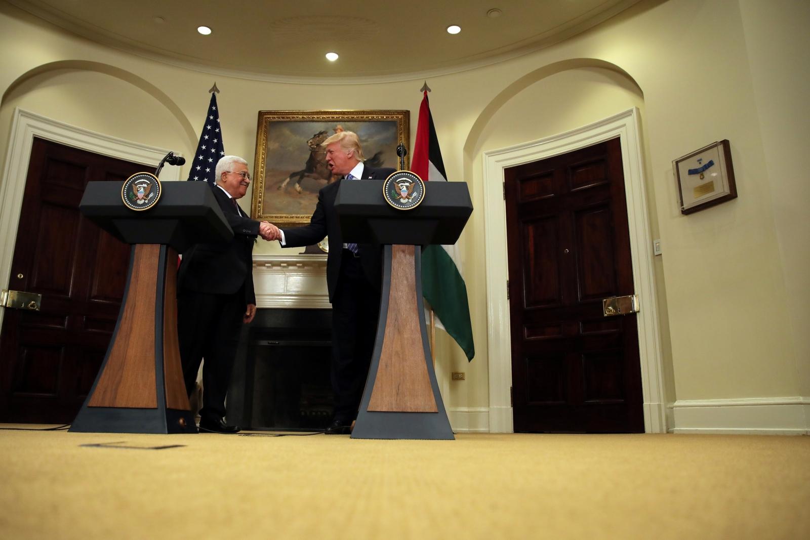Donald Trump and Mohamoud Abbas shake hands