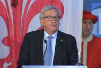 Juncker chooses French as English is 'losing importance