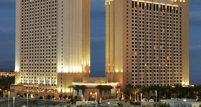 gang shootout in las vegas hilton hotel leaves one dead and another wounded. Black Bedroom Furniture Sets. Home Design Ideas
