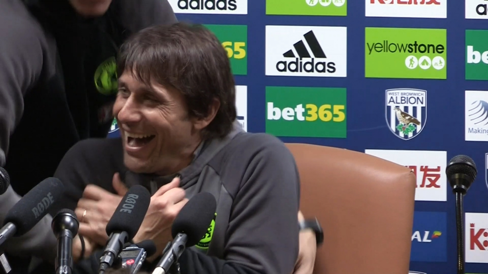 antonio-conte-is-abducted-by-costa-and-luiz-during-press-conference