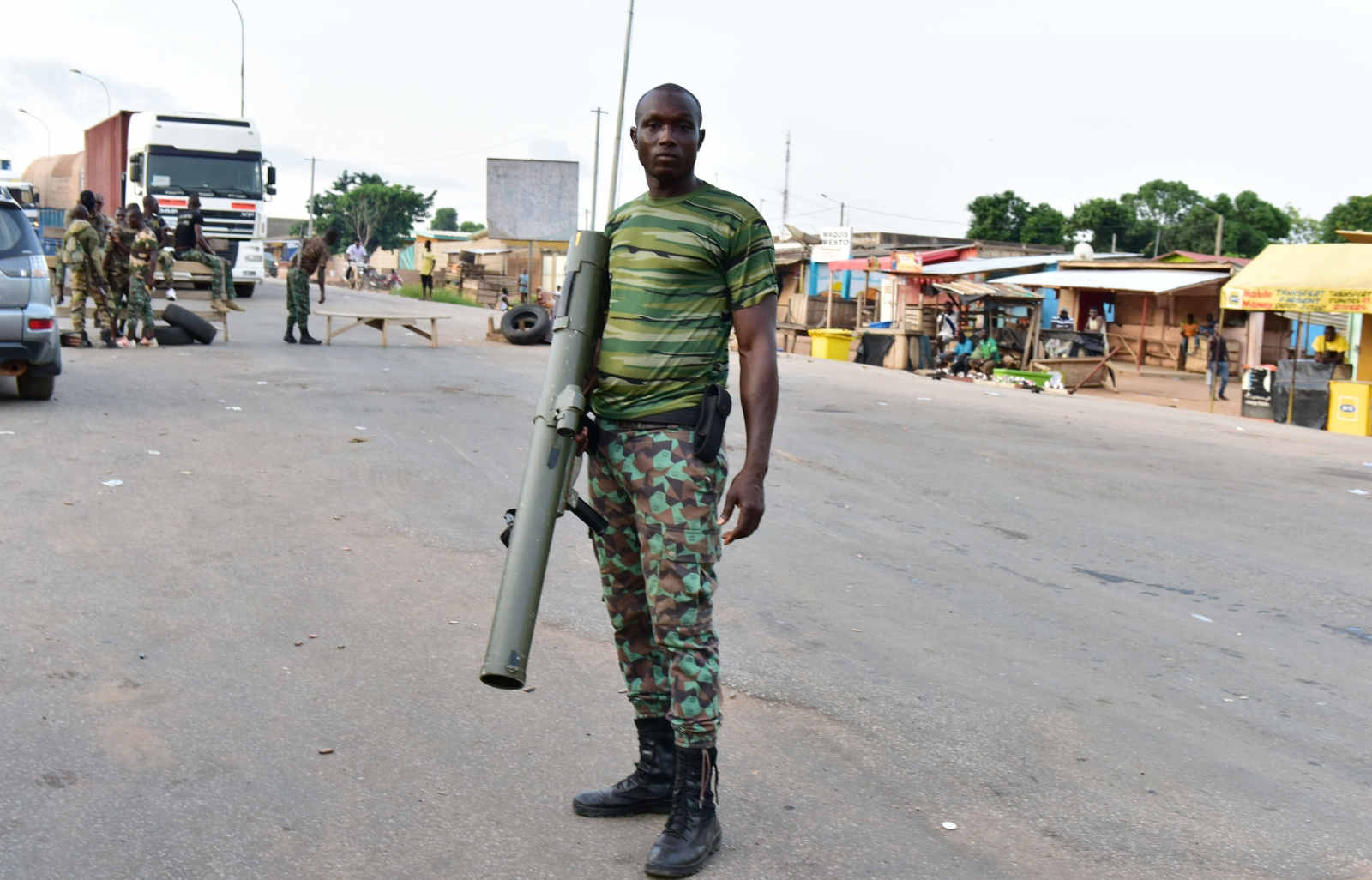 Heavy gunfire in Ivory Coast as military tries to end mutiny