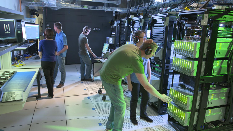 HPE engineers working on 160TB single-memory computer