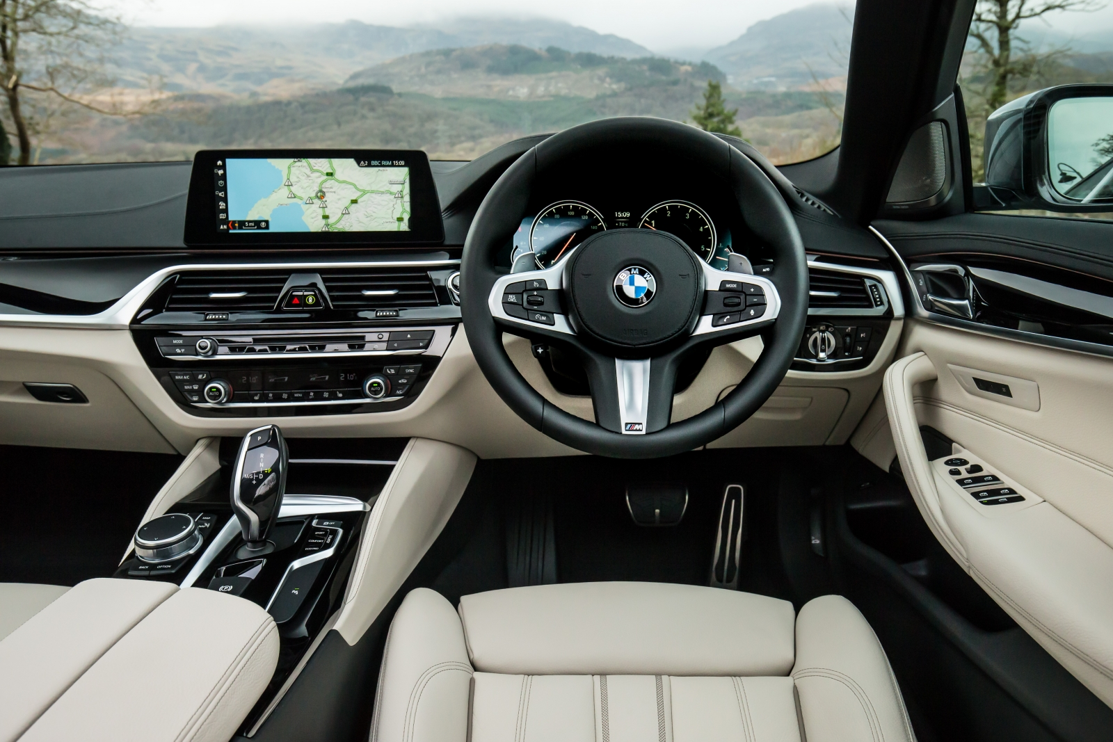 BMW 5-Series (2017) 530d M Sport interior