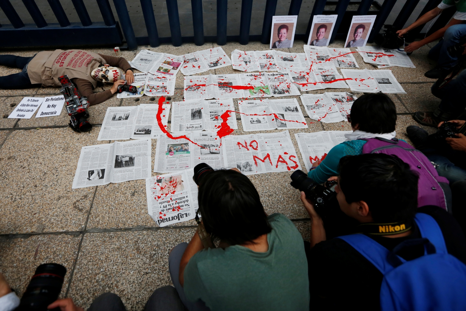 Mexican journalists protest violence, killing of reporter