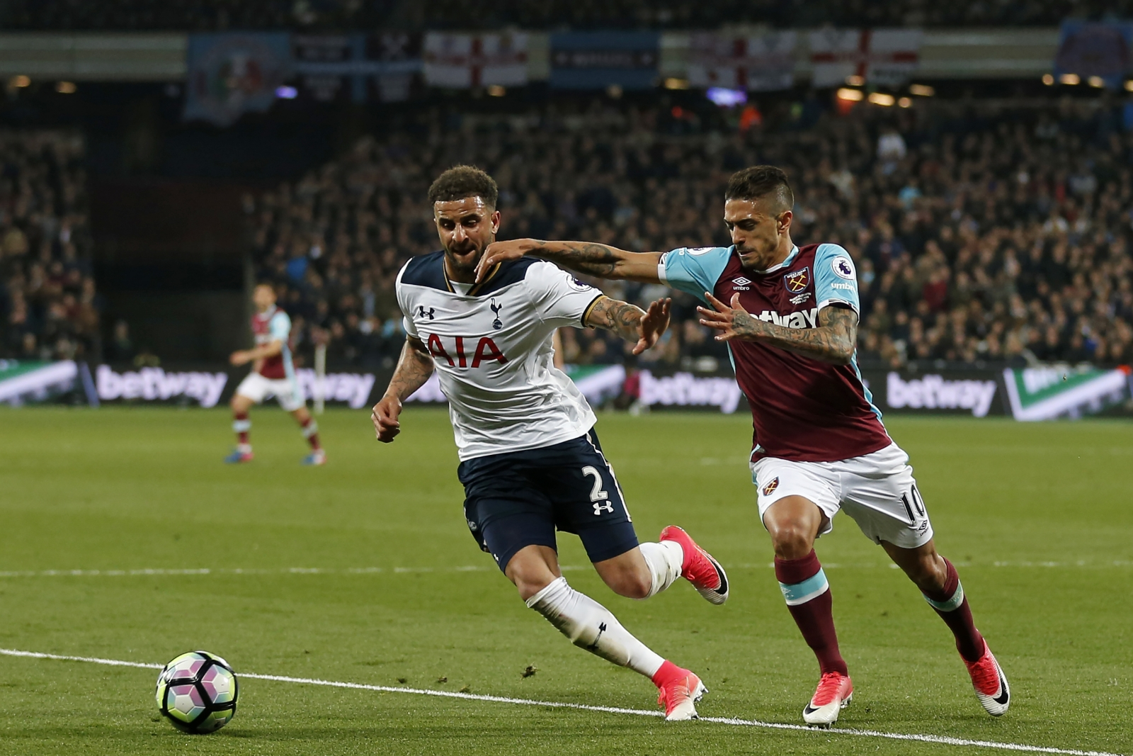 Tottenham's Kane tops Premier League scoring charts