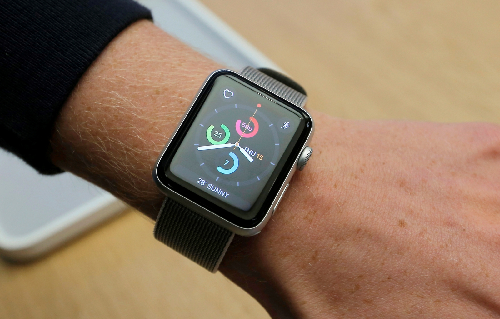 Apple Watch: Mobile Big Test of Clock