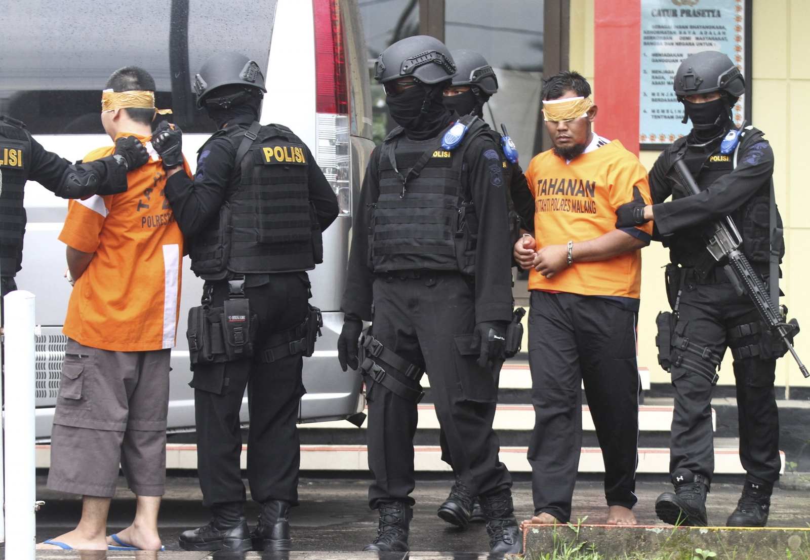 Indonesia Police Detain 140 Men in Gay Club