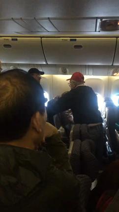 belligerent-man-wearing-trump-hat-kicked-off-united-flight