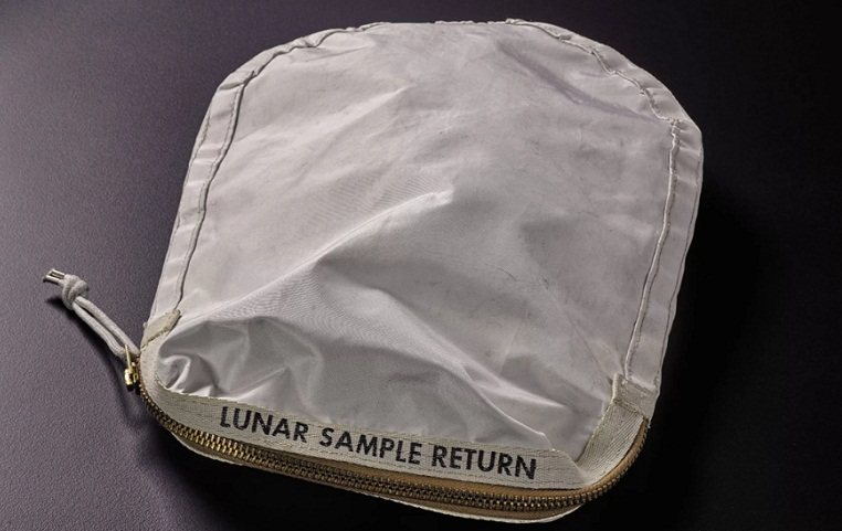 The lunar sample pouch