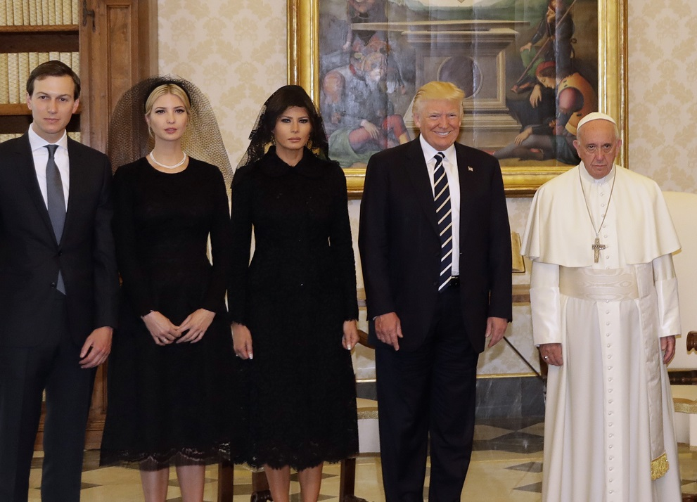 Hope Hicks Salary >> This photo sums up how the Pope really feels about meeting Donald Trump