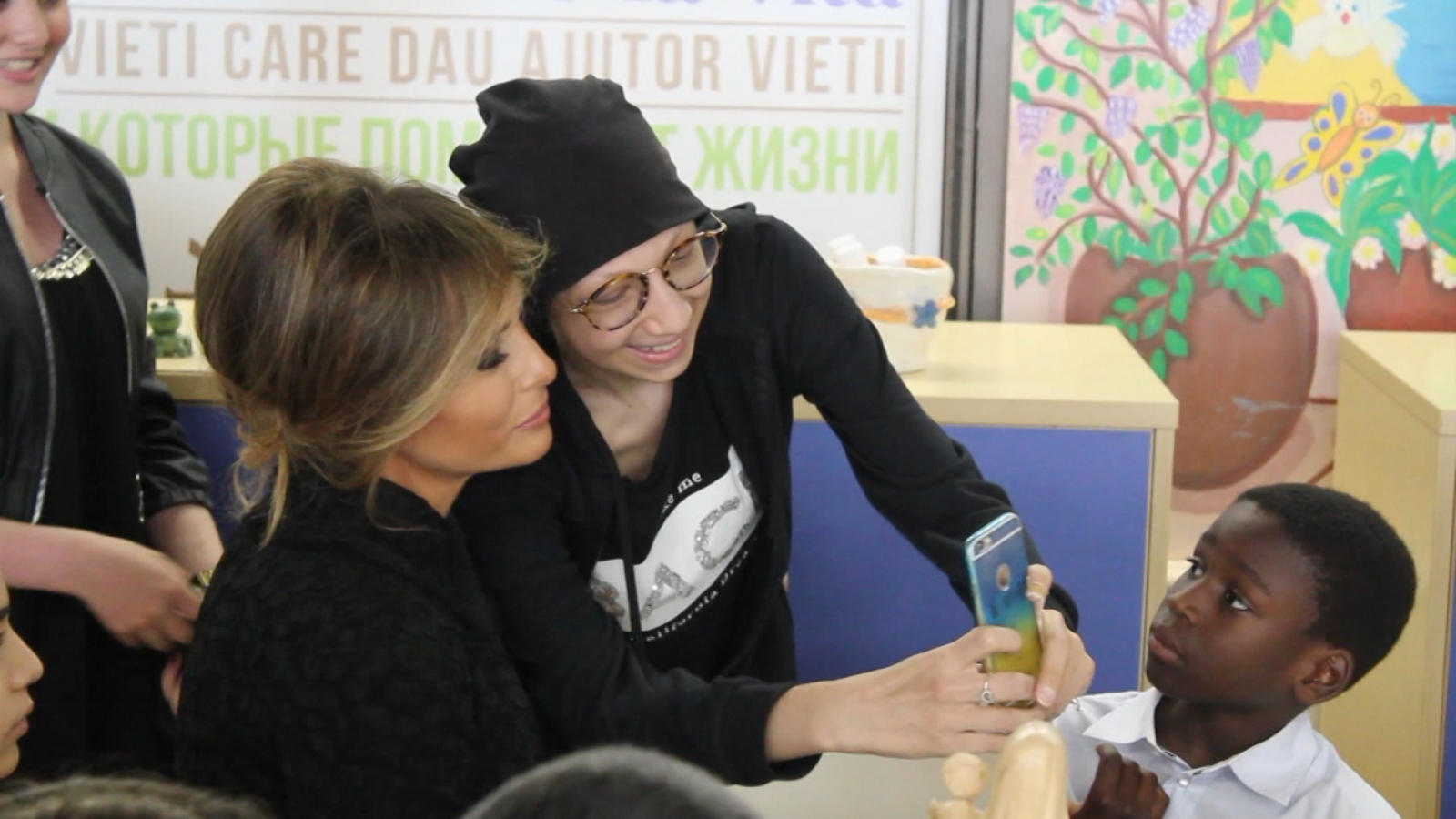 melania-trump-takes-selfies-with-children-at-vatican-hospital