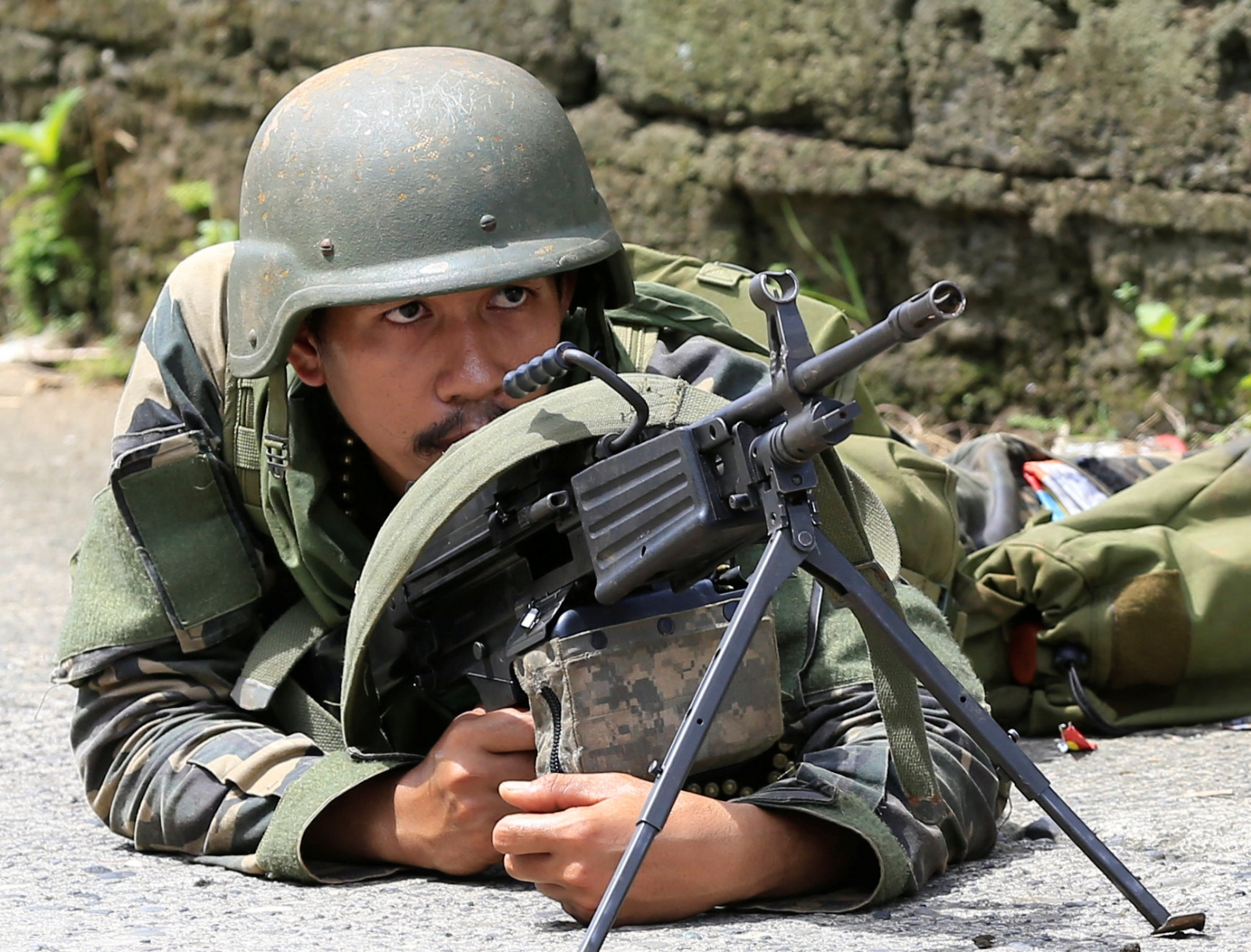 Philippine forces hit militants; civilians wave white flags