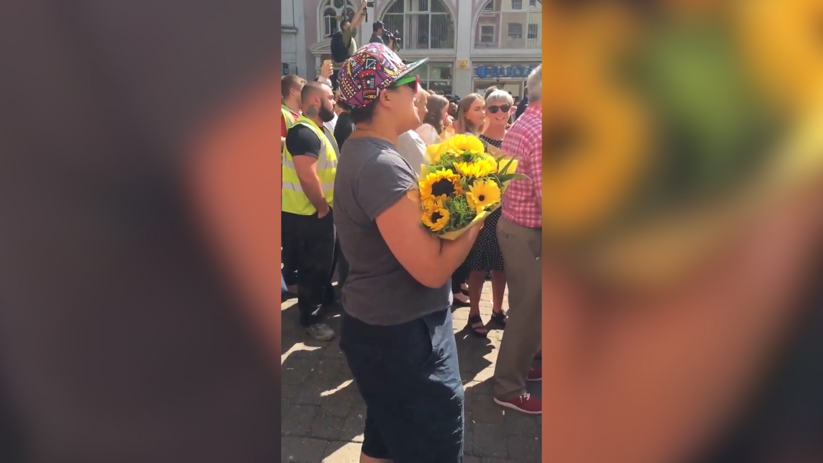 minutes-silence-in-manchester-ends-with-emotional-rendition-of-dont-look-back-in-anger