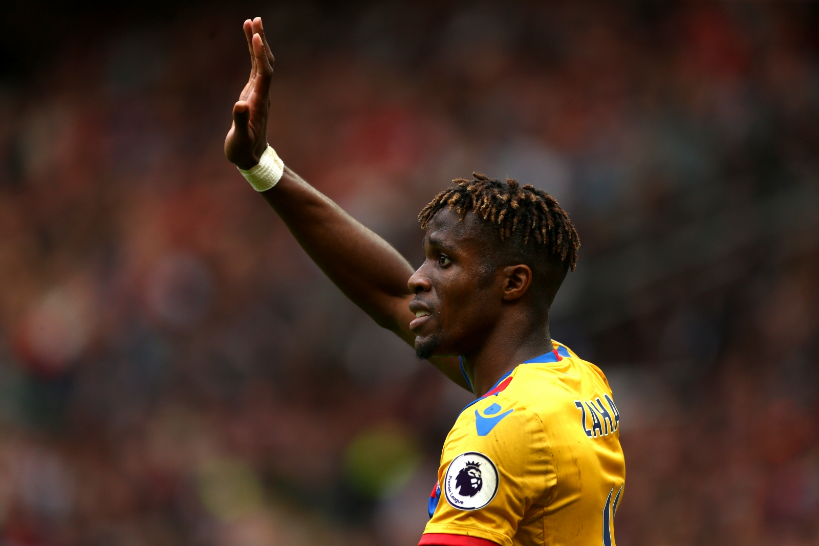 Wilfried Zaha signs new Crystal Palace deal