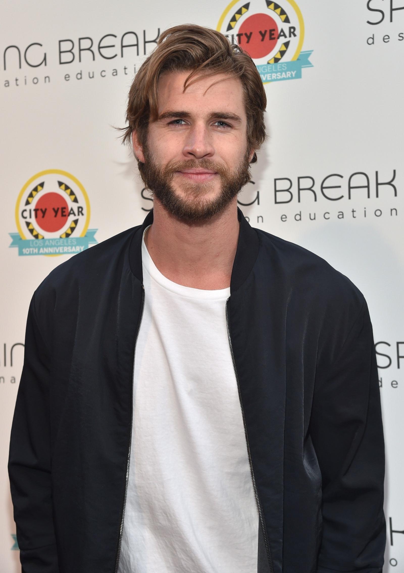 Liam Hemsworth  Eiza Gonzalez