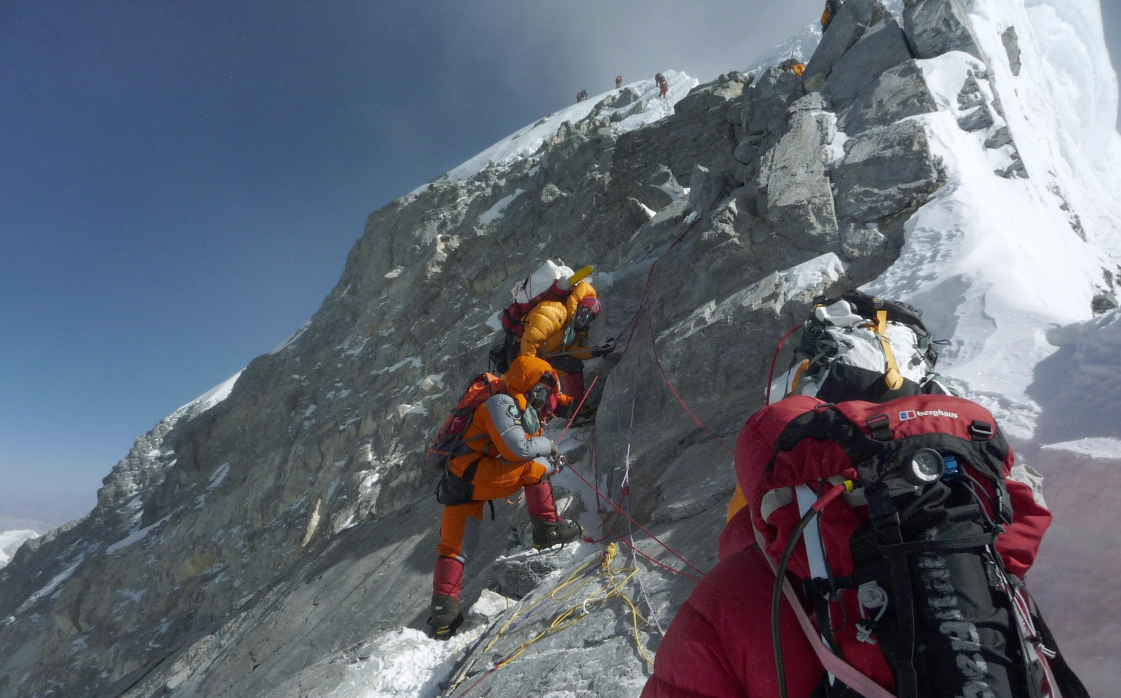 Rescuers retrieve bodies of 3 Indian climbers from Everest