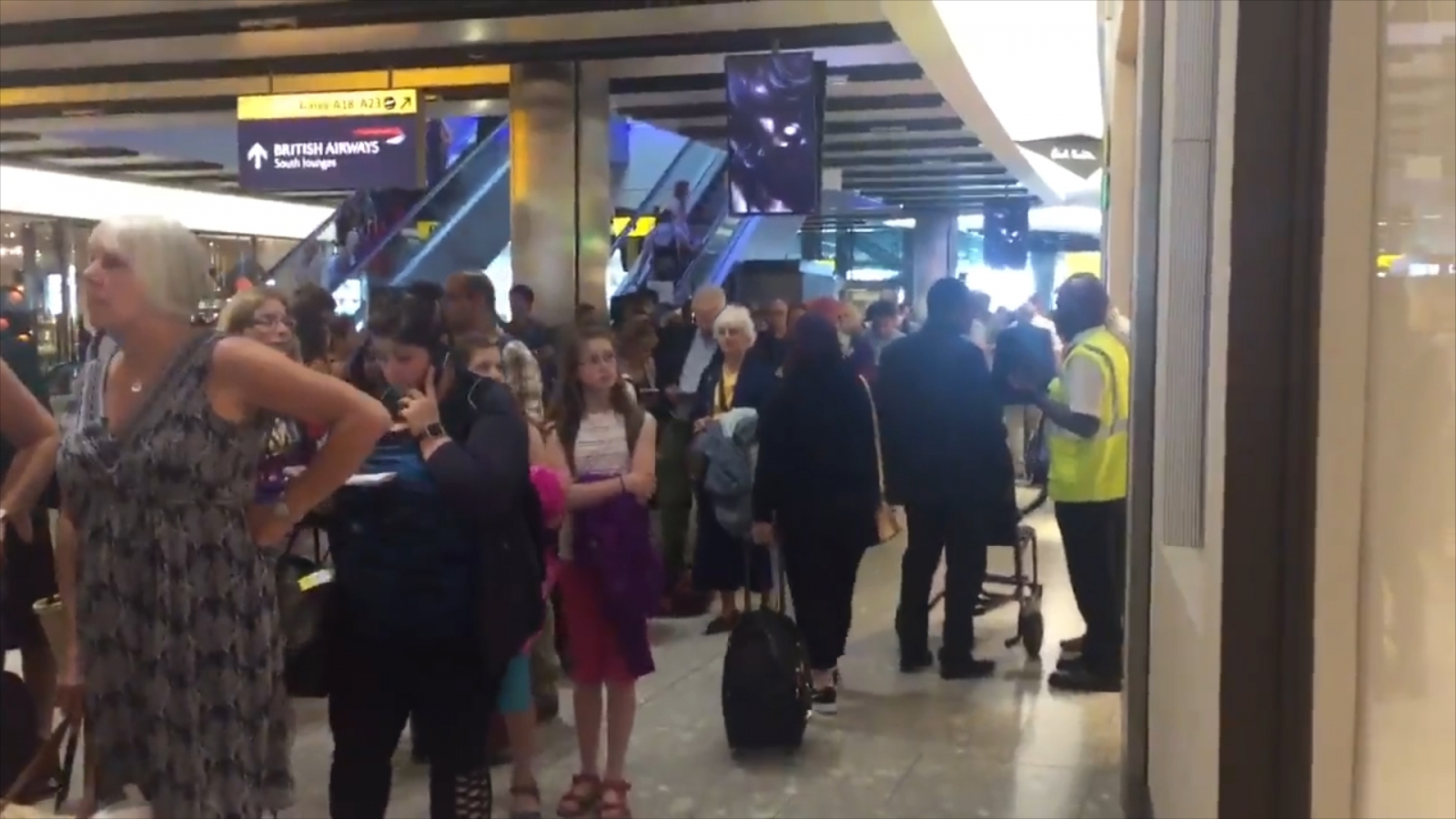 Massive queue forms at Heathrow exit as passengers are told to leave airport