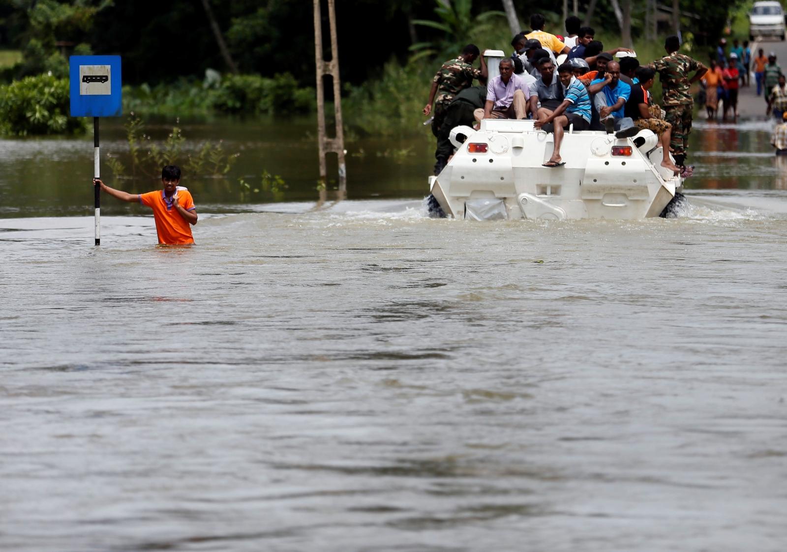 Sri Lanka floods kills 122