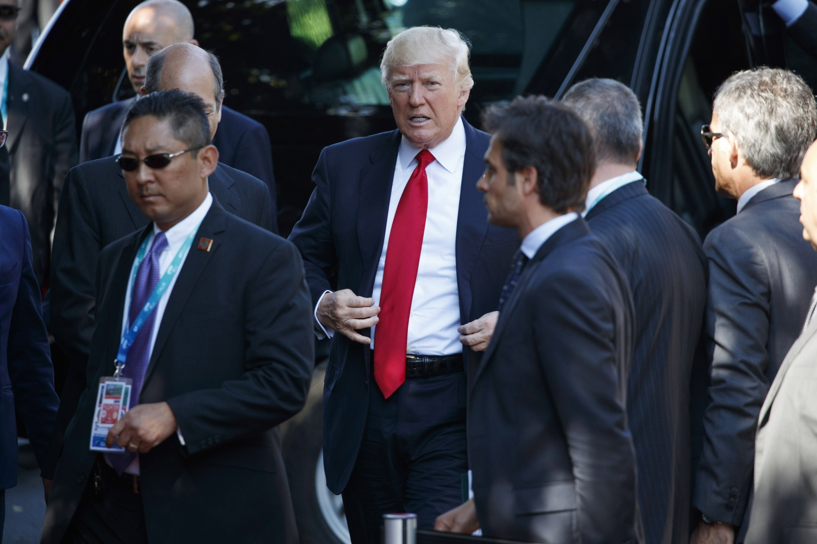 Twitter Mocks Trump After He Rode A Golf Cart While Other