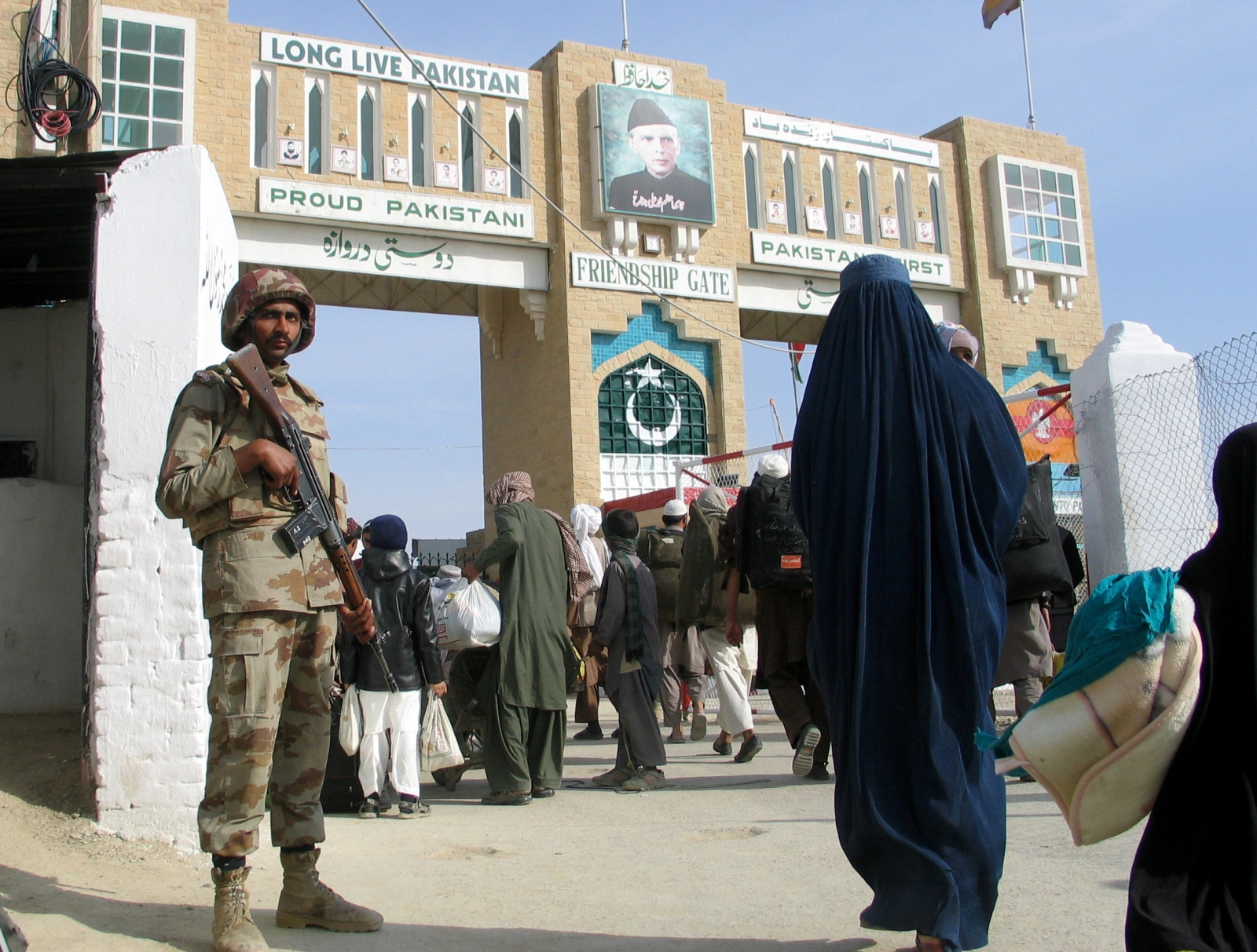 Pakistan reopens Afghanistan border