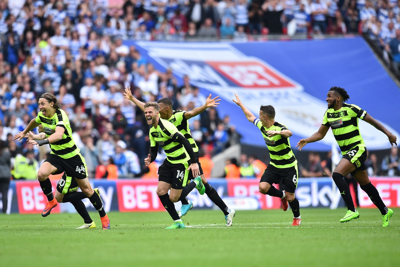 David Wagner applauds his cut-price 'legends'