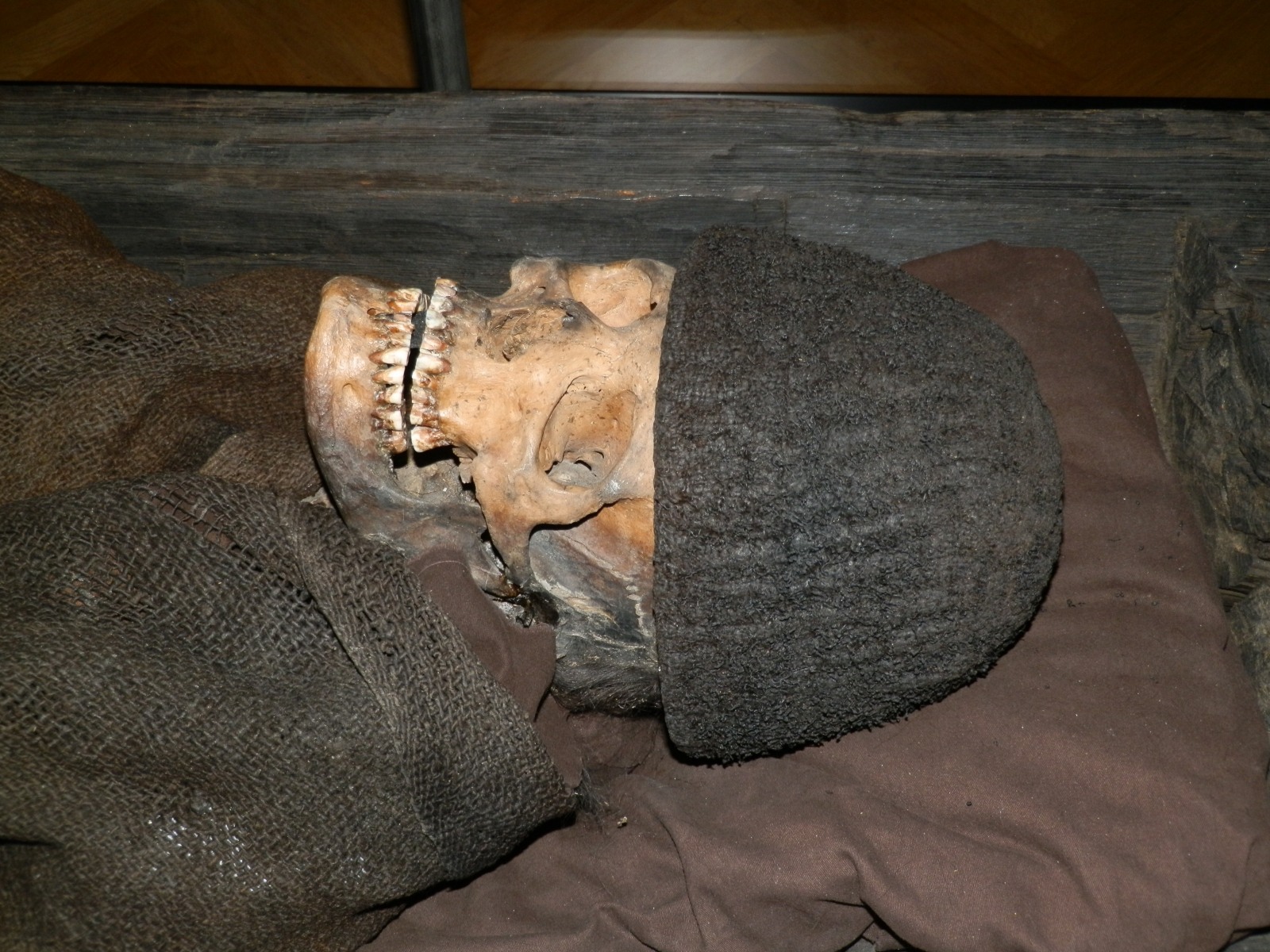 Woolly hat burial